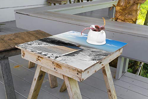 Wallario Aufkleber Selbstklebende Garten-Tisch-Decke - Auf dem Holzweg zum Strand in schwarz-weiß Optik in 60 x 60 cm