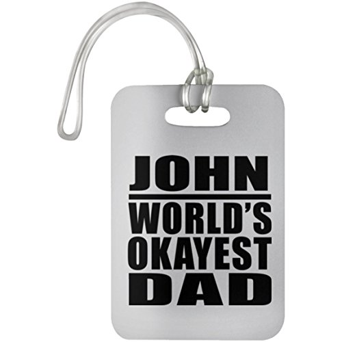 Designsify John Worlds Okayest Dad - Luggage Tag Etiqueta para Equipaje, Maleta - Regalo para Cumpleaños, Aniversario, Día de Navidad o Día de Acción de Gracias