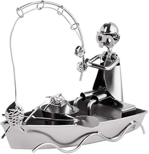 BRUBAKER Schraubenmännchen Angler im Boot - Handarbeit Eisenfigur Metallmännchen Angeln - Metallfigur Geschenkidee für Angler und Fischer