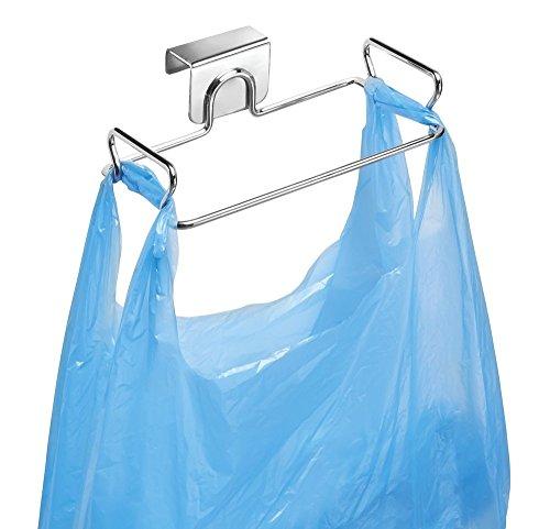 mDesign Soporte para bolsas de residuos - Como reemplazo para el cesto de basura y contenedores de reciclaje - Fácil de colocar, con ganchos para colgar - De gran utilidad para cocinar - En acero con acabado cromado.