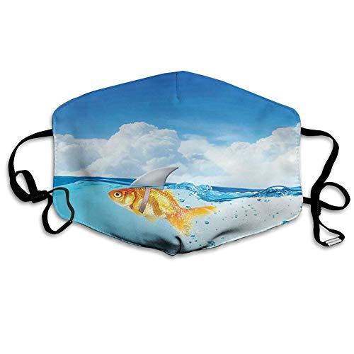 Bequeme Winddichte Maske, Hai, Goldfisch mit Haifischflosse auf dem Wasser gefälschtes komisches humorvolles Naturbild, Blau-Orange