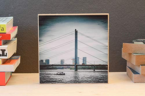 Düsseldorf, Rheinkniebrücke, Boot, Foto auf Holz, im Quadrat, 13 x 13 cm