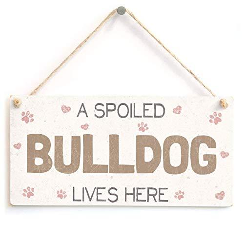 mefoll A Spoiled Bulldog Lives Here, hecho a mano, bonito estilo Shabby Chic, de madera, diseño de perro de Navidad, para colgar, decoración de regalo para el hogar, cafetería, bar, 12,7 x 25,4 cm
