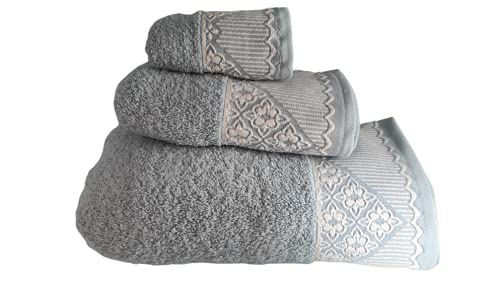 SusggO Juego de 3 Toallas para el Baño Fabricadas en Portugal. 100% Algodon 450gr Cenefa Bordada. Set 3 tamaños: 1 Ducha-baño, 1 Manos-Lavabo, 1 tocador (Cenefa Bordada - Azul Celeste, 450)