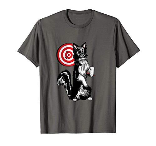 Hund spielt Dart und wirft Dartpfeil in Bulls Eye T-Shirt