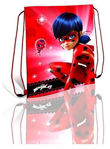 Kids Licensing | Bolsa de Cuerdas | Diseño Lady Bug | Cuerdas de Color Rojo | Asas Ligeras | Cómodo y Práctico | Resistente | Material Impermeable y Antipolvo.