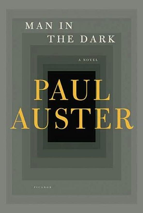 境界適切にフィットMan in the Dark: A Novel (English Edition)