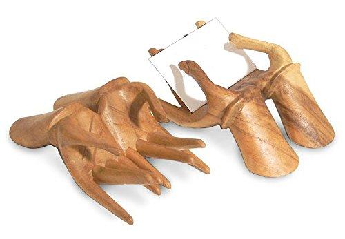 TEMPELWELT Deko Figur Hände Halter für Visitenkarten aus Soar Wood Holz braun, Länger 15 cm Handmade, Ständer ThekeTresen für Kärtchen Gutscheine
