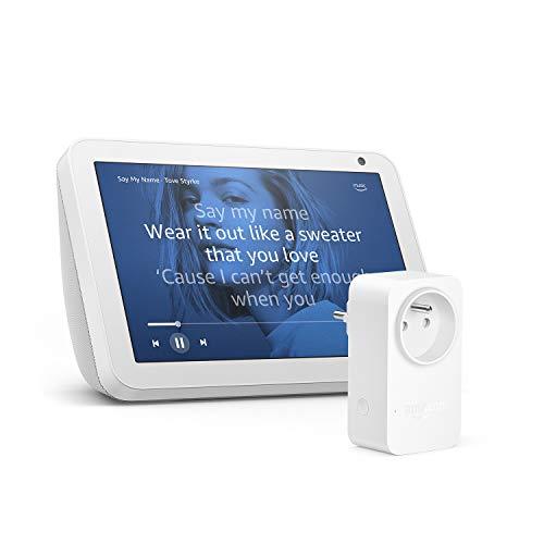 Echo Show 8, Tissu sable+ Amazon Smart Plug (Prise connectée WiFi), Fonctionne avec Alexa