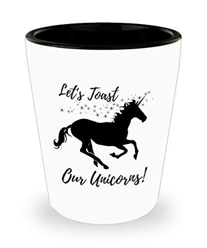 Cukudy Lustige Schnapsgläser – Let's Toast Our Unicorns! – Neuheit Einhorn Schnapsglas – Bar Gag Geschenk für College Frauen und Brautjungfern – 42,5 ml