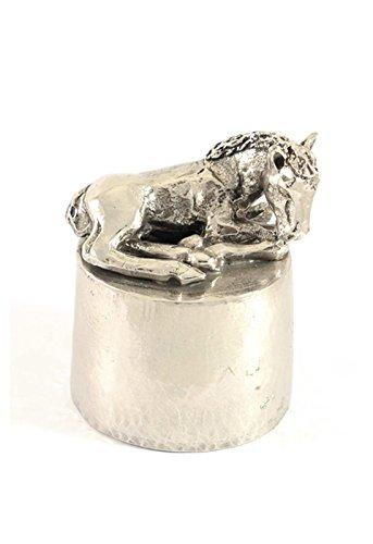 Paard liggend urn zilvertin