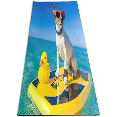 KASABULL Esterilla Yoga Perro surfeando en una tabla de surf con gafas de sol con un pato de goma de plástico amarillo en la orilla del mar Colchonetas de ejercicio Pilates para entrenamiento en casa