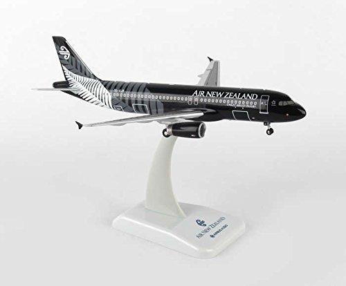 Boeing 777-300ER ** NEW LIVERY 2014 ** Air New Zealand Escala: 1:200 Modelo de avi/ón