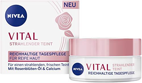 NIVEA VITAL Strahlender Teint Reichhaltige Tagespflege für reife Haut (50 ml), Feuchtigkeitspflege mit natürlichem Rosenblüten-Öl und Calcium für gestärkte Haut