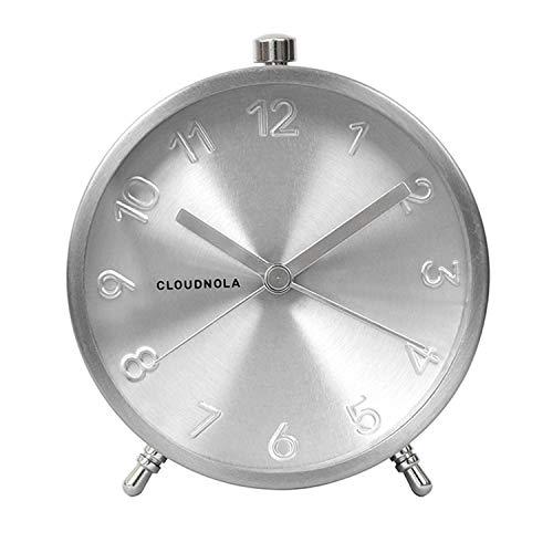 Cloudnola Glam Wecker aus Metall - Silber - Durchmesser 11 cm, Batteriebetriebenes Quarz Uhrwerk - Lautlos, Wecker ohne Ticken, mit Schlummerfunktion - Retro Wecker