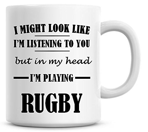 Taza de café con texto en inglés 'I Might Look Like I'm Listening To You but In My Head I'm Play Rugby