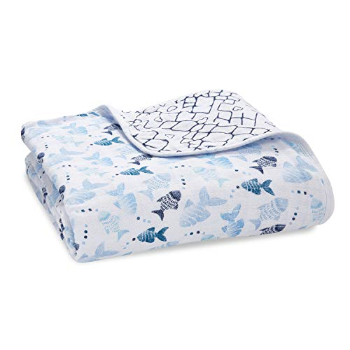 aden + anais - Couverture de Rêve Dream Blanket Prélavée en Mousseline 100% Coton - Imprimé Gone Fishing - Quadruple-épaisseur 120 cm x 120 cm