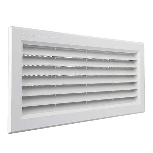 La Ventilazione P31R13B Rejilla de ventilación rectangular de plástico blanco empotrable con red antiinsectos. Dimensiones: 315 x 136 mm.