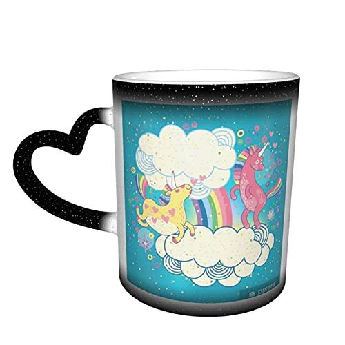 """Taza de café mágica con texto en inglés """"Card with A Cute Unicorns Rainbow in The Clouds"""" que cambia de color en el cielo, taza sensible al calor, taza cambiante taza de café mágica taza de cerámica"""