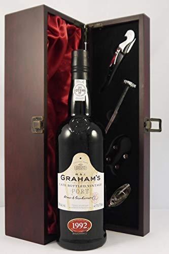 Grahams Late Bottled Vintage Port 1992 in einer mit Seide ausgestatetten Geschenkbox, da zu 4 Weinaccessoires, 1 x 750ml