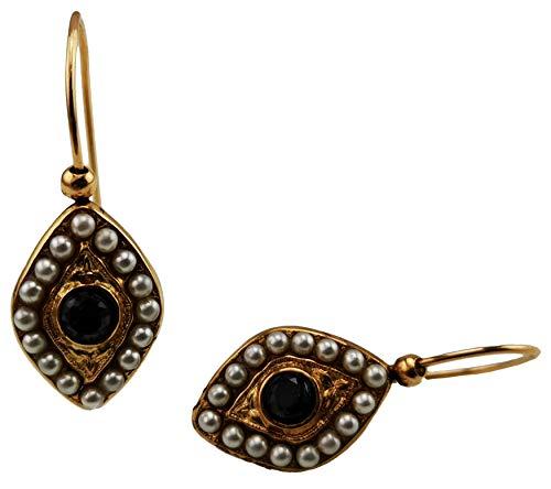 Pendientes vintage Mokilu' de latón hipoalergénico con oro de 24 K efecto oro antiguo, con cierre de gancho. Dos piedras negras y pequeñas perlas de color marfil.