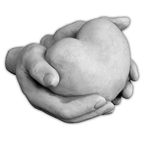 gartendekoparadies.de Massives Stein Deko-Element Herz in Hand aus Steinguss frostfrei