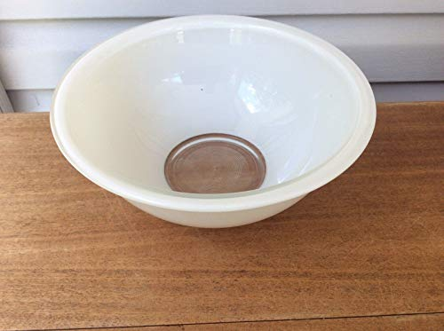 Pyrex Model 325 White 2.5 Liter Mixing Bowl with Clear Bottom