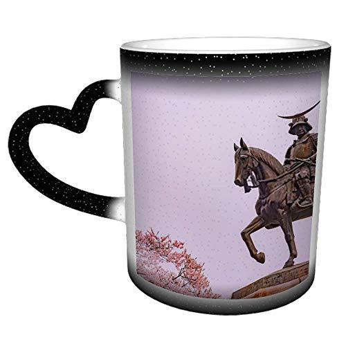 Estatua de Masamune Fecha a caballo Entrando en Sendai Castl N Taza que cambia de color del cielo estrellado Taza de cerámica que cambia de color sensible al calor, taza que cambia de color