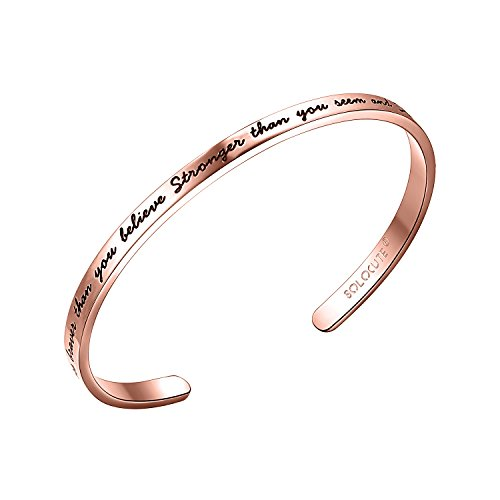 Solocute Rosegold Damen Armband mit Gravur You Are Braver Than You Believe Stronger Than You Seem and Smarter Than You Think Inspiration Frauen Armreif Schmuck