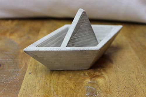 Boot, Schiff, Papierboot aus Beton gegossen, Betonboot, Betonschiff mittel