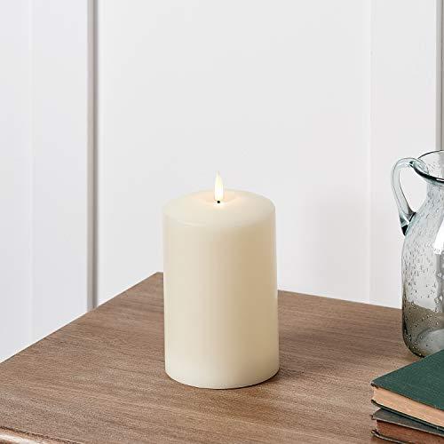 Lights4fun TruGlow® LED Kerze mit warmweißer LED Flamme Timer 15cm batteriebetrieben
