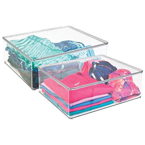 mDesign Juego de dos cajas para guardar ropa – Contenedores de plástico de 12,7 cm de altura – Cajas de plástico con tapa para el armario – Cajas apilables para ropa y más – transparente
