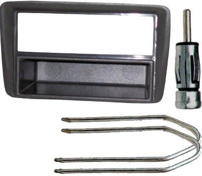 Kit per auto composto da: 1 Mascherina per montaggio autoradio 1 din; un connettore per antenna più set chiavi smontaggio radio