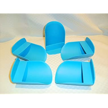 5 Tupperware Canister Scoops (Color of scoops many vary from picture)