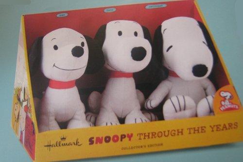 Hallmark Peanuts PAJ4648 Snoopy Through The Years Plush Collection
