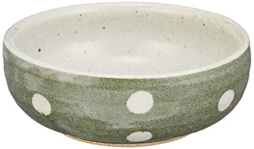 ぽってりとした形が可愛らしい小鉢。和食器特有のちょっと褪せたような緑色はナチュラルな食器とも合わせやすいですよ。お漬物や煮物を盛っても、スープカップとしても使いやすいサイズです。幅約12.6cm、高さ約4.8cm。電子レンジ、食洗器OK。長時間の浸け置き洗いは避けてください。美濃焼。