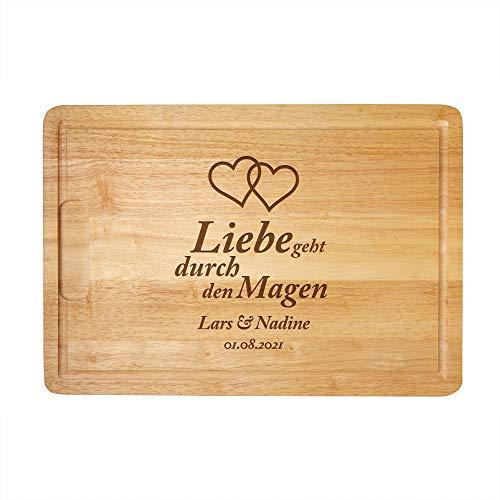 Casa Vivente Schneidebrett mit Gravur, Liebe geht durch den Magen, Motiv: Herzen, Personalisiert mit Namen und Datum, Küchenbrett aus Holz mit Saftrille, 40 cm