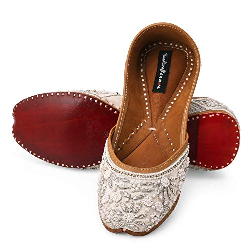 White Bridal Shoes, Punjabi Jutti, White Embellished Wedding Shoes, Beaded Bridal Footwear, Ethnic Indian Shoes, Juttis, Mojaris, Khussa
