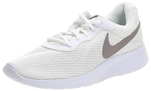 Nike Tanjun, Zapatillas de Atletismo Hombre, Multicolor (White/Pumice/Black 104), 45.5 EU