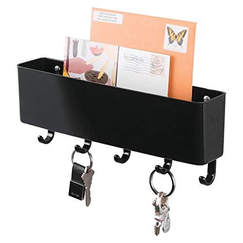mDesign Colgador de llaves con estante para apoyar correo, papeles y celulares - Organizador de llaves con portacartas en plástico resistente - Cuelga llaves ideal para el recibidor o pasillo - Negro