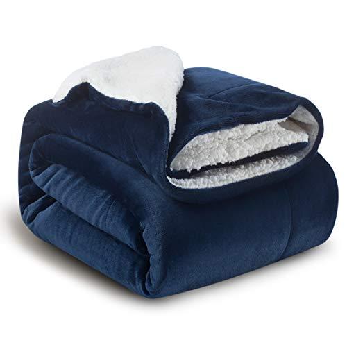 BEDSURE Sherpa Decke Blau hochwertige Wohndecken Kuscheldecken, extra Dicke warm Sofadecke/Couchdecke in zweiseitig, 150x200 cm super flausch Fleecedecke als Sofaüberwurf oder Wohnzimmerdecke