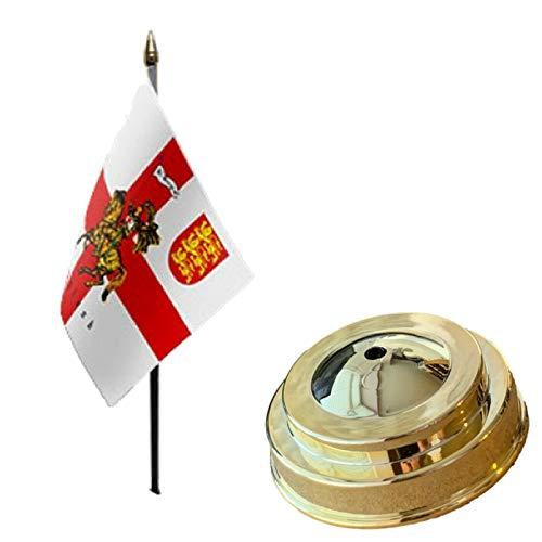 Flagmania St George Charger - Bandera de mesa de escritorio (15,2 x 10,16 cm, base plana de plástico dorado)