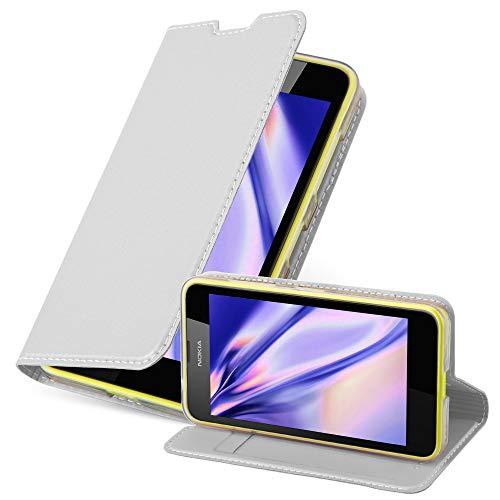 Cadorabo Hülle für Nokia Lumia 630/635 - Hülle in Silber – Handyhülle mit Standfunktion & Kartenfach im Metallic Erscheinungsbild - Case Cover Schutzhülle Etui Tasche Book Klapp Style