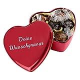 Pralinendose in Herzform mit individueller Gravur mit 6 Pralinen in heller und dunkler Schokolade mit Nougat-Füllung