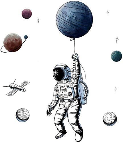 WandSticker4U®- XL Wandsticker ASTRONAUT FLIEGT I Wandbilder: 84x125 cm I Wandtattoo Kinder-zimmer Junge Planeten Weltall Weltraum Mond Aufkleber I Wand Deko für Jugendzimmer Jungs