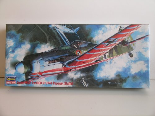 """Hasegawa""""German WW II Fw190D-9 JV44 Papagei Staffel"""" Plastic Model Kit"""
