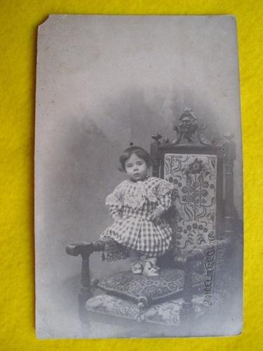 Antigua Fotografía - Old Photography : NIÑA EN UN SILLÓN