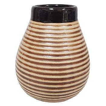 Calebasse en céramique pour yerba maté. Se présente comme une courge naturelle. Remplace parfaitement la courge naturelle traditionnelle. Grandes dimensions. Le yerba maté est une boisson saine sud-américaine.