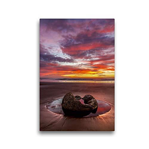 CALVENDO Premium Textil-Leinwand 30 x 45 cm Hoch-Format Magischer Augenblick bei den Moeraki Boulders, Neuseeland, Leinwanddruck von Lidschlag