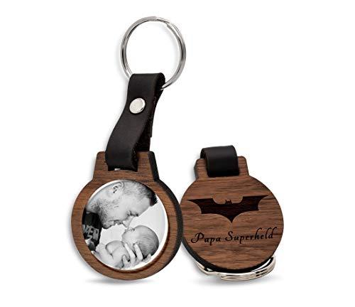 CHRISCK design Schlüsselanhänger mit Fotodruck und Gravur / Echtes Holz und absolut kratzfestes Foto / schöne Geschenkidee zum Muttertag & Vatertag, Geschwister, Freundinnen, Papa oder Mama